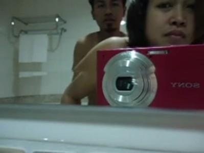 หลุดผัวเมียถ่ายเย็ดกันในห้องน้ำ มีกล้องแคนนอนหนึ่งตัว ถ่ายไว้ชักว่าวเบ็ดหีมั้ง หลุดจนได้ทำหายตัวเล็กมันปล่อยมา หนังโป๊